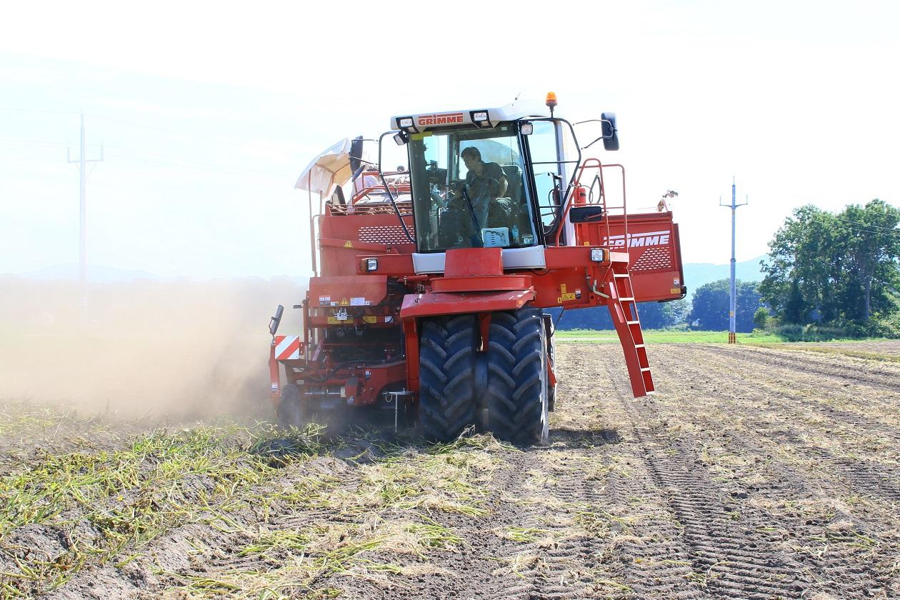 【JAところ通信】コントラ事業による馬鈴しょ収穫作業が始まっています(動画あり)